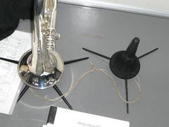 楽器スタンドとヒモ